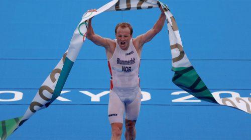 El noruego Kristian Blummenfelt se colgó la medalla dorada en el triatlón olímpico