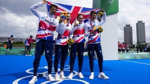 Gran Bretaña ganó el oro en el debut olímpico del triatlón mixto
