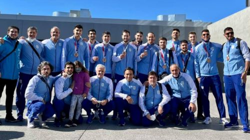 Lima, Sánchez y Pereyra arribaron al país tras colgarse la medalla olímpica