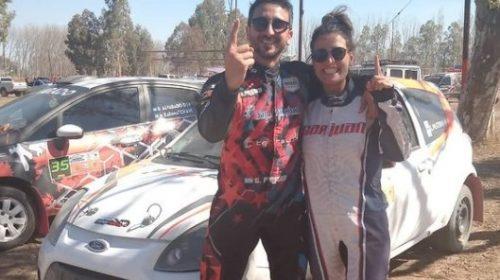Gastón Pastén y su novia, en lo más alto del Rally de Angaco